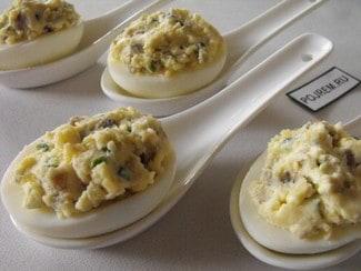 Яйца, фаршированные грибами шампиньонами и сыром