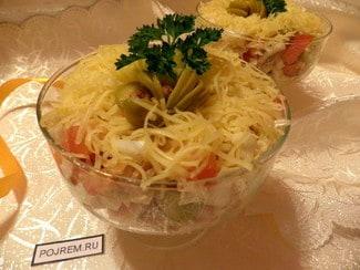 Салат с китайской капустой, курицей и сыром