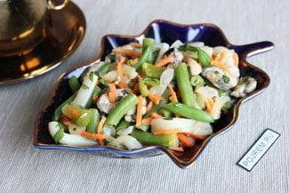 Салат со стручковой фасолью и морепродуктами