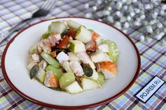 Салат с сельдереем, курицей и грушей