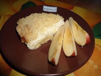 Творожно-яблочный пирог с крошкой