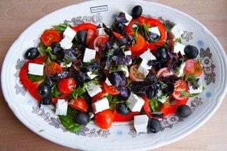 Салат с сыром фетакса
