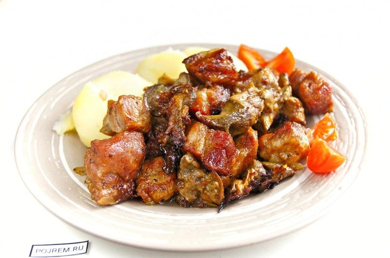 мясо с грибами лисичками