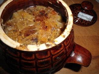Мясо с грибами и картошкой в горшочках