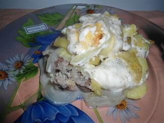 Мясо с картошкой в духовке под майонезом с сыром