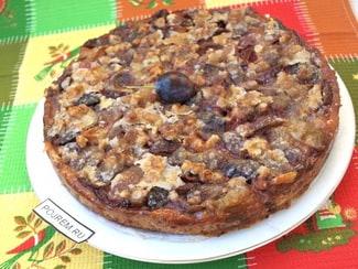Песочный пирог со сливами и заливкой в духовке