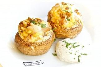 Грибы фаршированные курицей с сыром в духовке