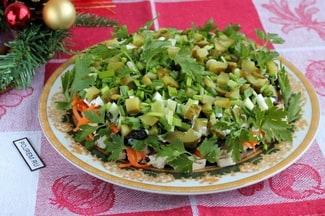 Салат «обжорка» с курицей и грибами