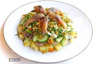 Салат со скумбрией, огурцом и яйцом