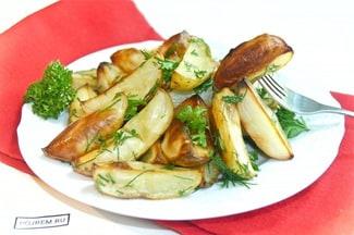 Картошка в духовке дольками с зеленью