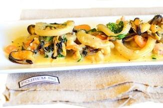 Морепродукты в сливочном соусе