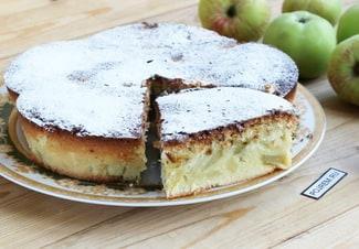 Пирог из кукурузной муки с яблоками в духовке