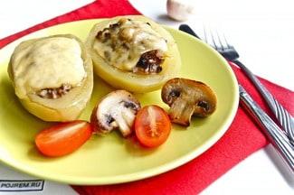 Картофель в духовке с начинкой из грибов и сыра