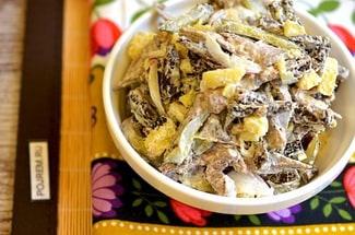 Салат из отварной говядины с солеными огурцами