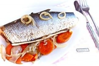 Сельдь в духовке с морковью