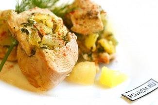 Фаршированная куриная грудка с ананасами в духовке
