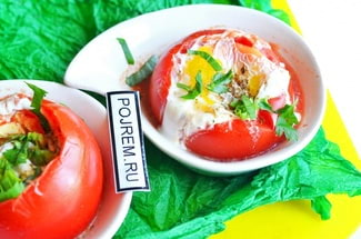 Яйца запеченные в помидорах в духовке