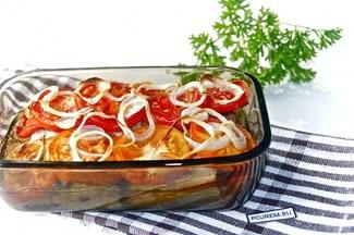 Скумбрия с помидорами.