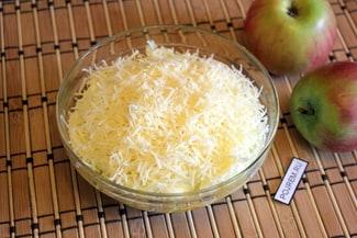 Салат из яблок и яиц