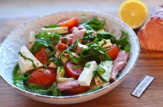Салат со шпинатом и сыром фета