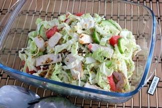Салат с куриной пастромой с горчицей