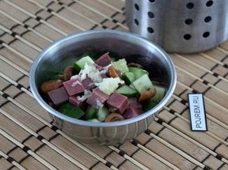 Салат с говядиной и огурцами