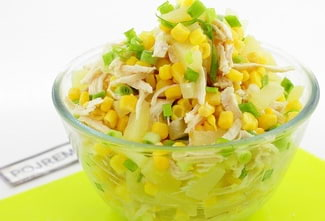 Очень вкусный салат с курицей и ананасами