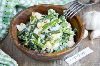 Салат из стручковой фасоли с яйцом