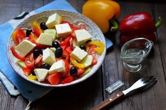 Греческий салат с болгарским перцем