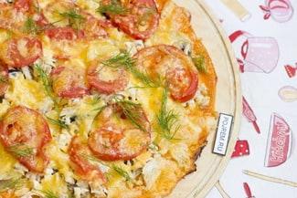 Пицца с курицей и грибами в духовке