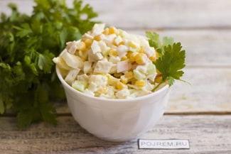 Очень вкусный салат из кальмаров и крабовых палочек