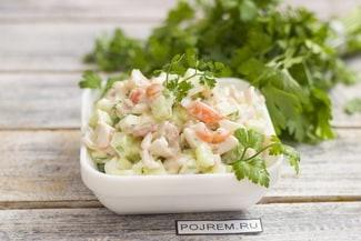 Очень вкусный салат с кальмарами и креветками