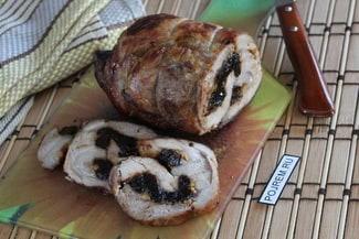 Свинина с черносливом в духовке