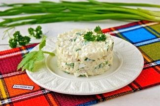Салат из вареной трески с рисом и яйцом