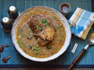 Классический суп харчо с рисом и грецкими орехами