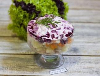 Салат со скумбрией холодного копчения и свеклой