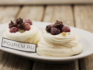 Десерт Анна Павлова с ягодами