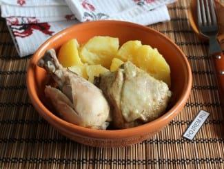 Курица, тушеная с картошкой в мультиварке