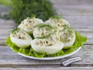 Фаршированные яйца печенью трески с сыром
