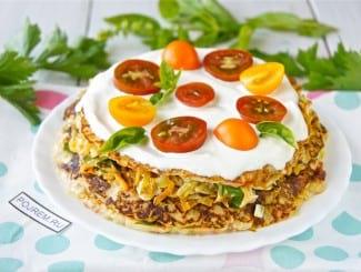Кабачковый торт с помидорами и сметаной