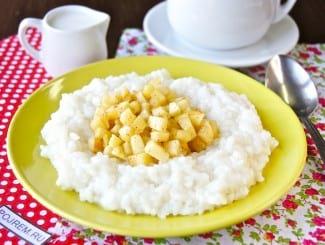 Рисовая каша с яблоками на молоке