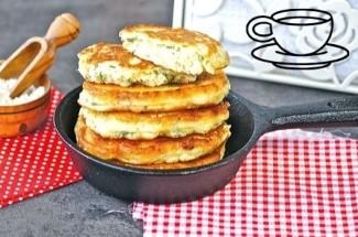 Пышные сырные оладьи по бабушкиному рецепту. Вкуснее перекуса я еще не пробовала.