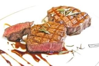 Кулинарный трюк с мясом на углях, о котором никто не знает. Все дело в маринаде.
