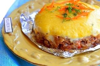 Беру фарш, добавляю соус, посыпаю сыром и через 15 минут вкусный и сытный ужин готов