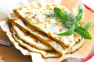 Cоседка – балкарка научила делать кавказские лепешки. Едим их теперь вместо хлеба и лаваша