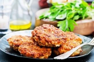 Мясо по-албански, давно его готовлю, а название узнала недавно. Проще котлет и вкуснее отбивных