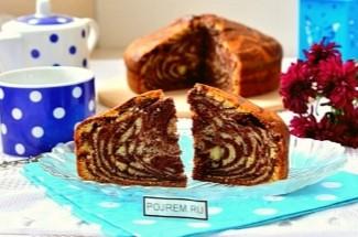 Не знаете, что приготовить из застоявшегося кефира? Простой и очень домашний пирог «Зебра»