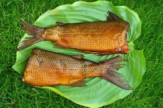 Чтобы закоптить вкусно рыбу на природе, мне нужна только фольга. Делюсь проверенным способом