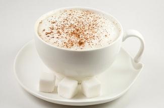 Бывший бариста рассказал, что в обычном стакане можно приготовить капучино не хуже, чем в кофемашине