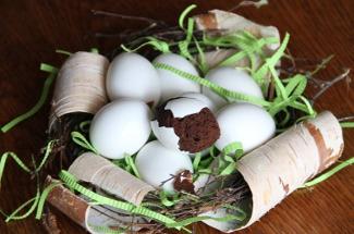 Придумала, как испечь кекс в яичной скорлупе: красивый десерт, от которого даже крошек не оставят
